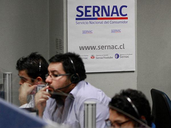 Attributions of the New National Consumers Service: María Elina Cruz at Concierto radiostation